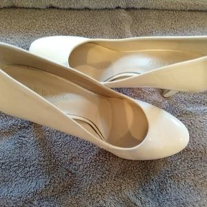 Nine West White 3 inch pumps, size 7